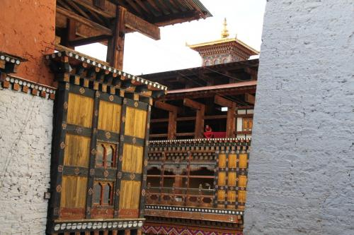 Buthan - Monk in tower
