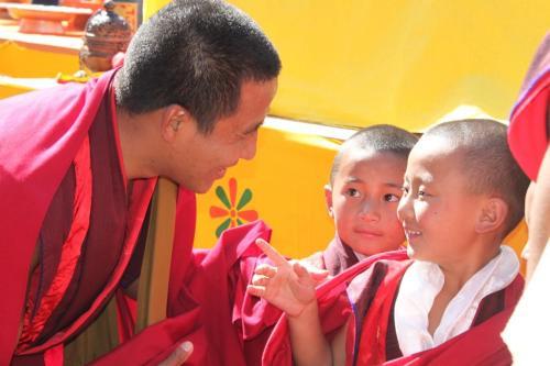 Buthan - Teacher Monk & students