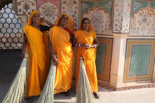 India - Cleaning ladies