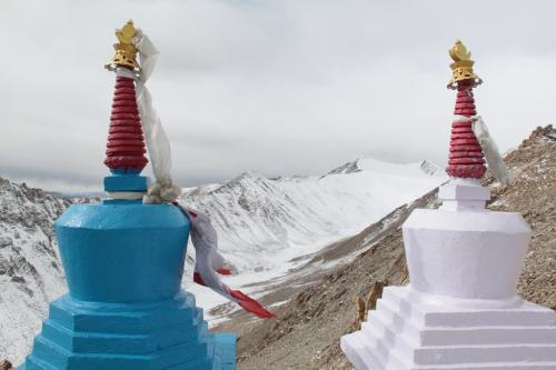 Ladakh - Gletsjer met Stupas Khardung La