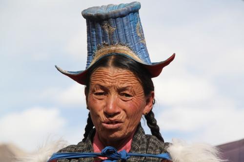 Ladakh - Vrouw & hoed in Alchi