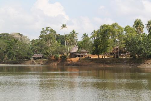 PNG - dorp rivier 2
