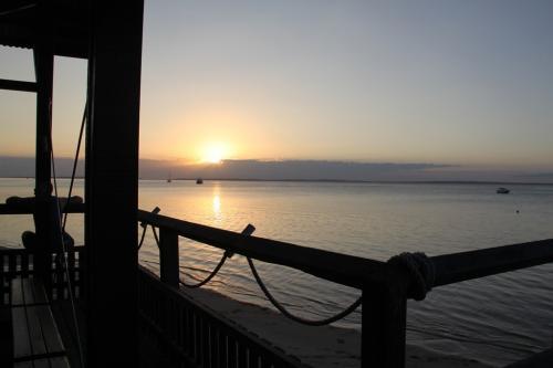 QLD - Fraser zonsondergang KingFischer bay