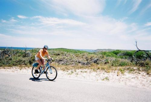 Rottness Island - Dede on bike