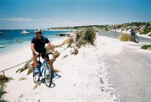 Rottness Island - erwin on bike