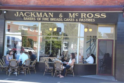 TAS - gezellig Jackman & Roos