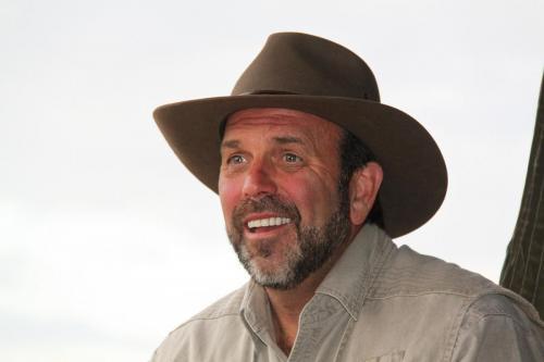 Erwin Tanzania met hoed