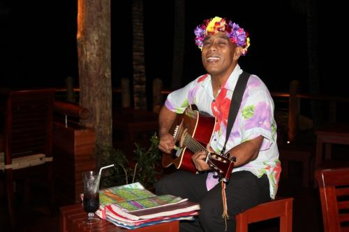 Fiji - singer