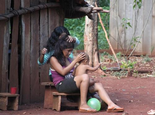 Iguazu falls - Indigenous meisjes