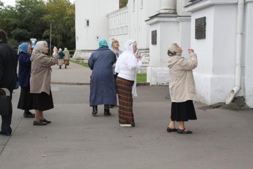 Moskou - biddende vrouwen