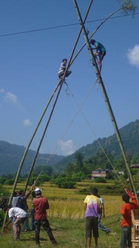 Nepal - Bouw schommel Dashain