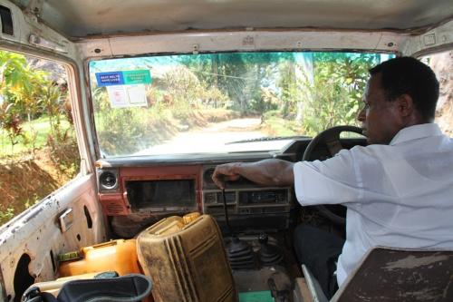 PNG - driver jeep