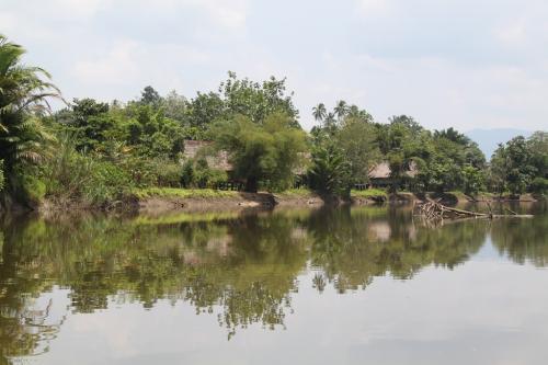 PNG - huizen aan rivier