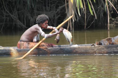 PNG - kano vrouw en vis