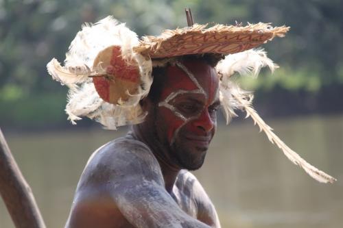 PNG - man en pluimen