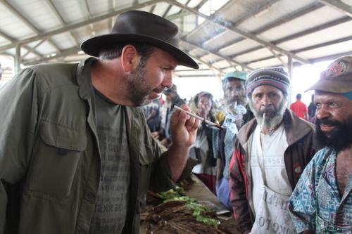 PNG - market smoking