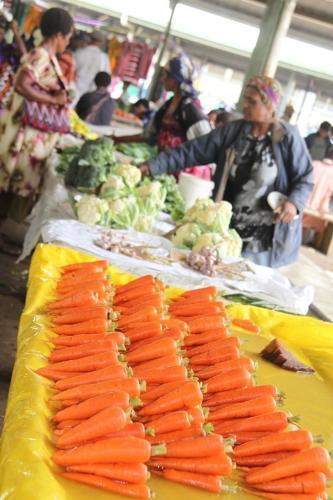 PNG - market wortelen