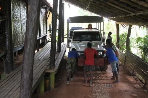 PNG - pushing jeep