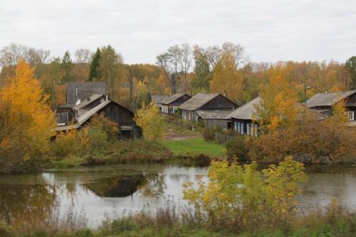 Trans Siberian - dorp langs rivier