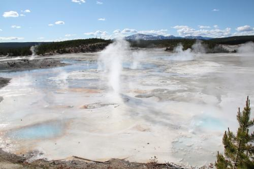 Yellowstone - Fountain paint pot